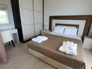 PARALIA LUXURY SUPERIOR FAMILY STUDIO APARTMENT 5 - Agios Stefanos vacation rentals