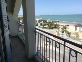 Appartement neuf,à 6 m de la plage,vue imprenable - Giulianova vacation rentals