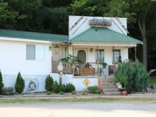 Wonderful getaway on the Osage River Tuscumbia MO - Tuscumbia vacation rentals