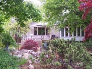 Spacious home  in Olde Towne with 2 - 5 bedrooms - Niagara-on-the-Lake vacation rentals