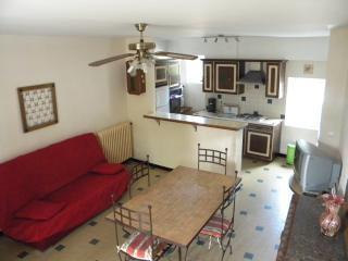 Romantic 1 bedroom Gite in Bollene with Internet Access - Bollene vacation rentals
