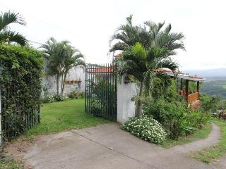 Beautiful Cottage, Spectacular Views of Costa Rica - Atenas vacation rentals