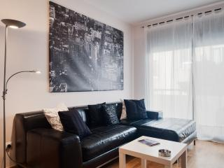 Sunny, Quiet and Modern Apartment 'Camp Nou-Sants' - Barcelona vacation rentals