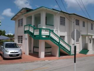 Large 2 bed , nr beach and shops-Marranton Breeze - Christ Church vacation rentals