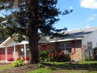 Sparkling Clean 3 bedroom 2 Bath Home, Pool, Beach - Bradenton vacation rentals