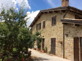 Residence I girasoli Appartamento Rosa - Camerino vacation rentals