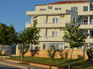 Bright 2 bedroom Ksamil Condo with Internet Access - Ksamil vacation rentals