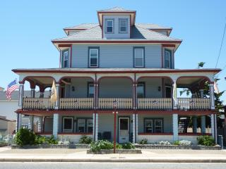 Ocean Breeze Summer Family Aparts- Wildwd crest NJ - Wildwood Crest vacation rentals