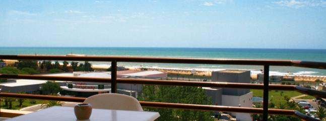 STUDIO FOR 2 ADULTS + 1 BABY, IN A 4 STAR APARTHOTEL IN VILAMOURA 100 M FROM THE BEACH - REF. DPPB138134 - Albufeira vacation rentals