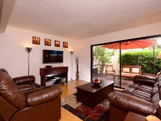 Great family rental, 5 min walk to Disney - Anaheim vacation rentals