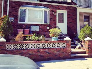 NYC NEW 1 BED / 1 BATH APT - 20 MIN TO MANHATTAN - New York City vacation rentals