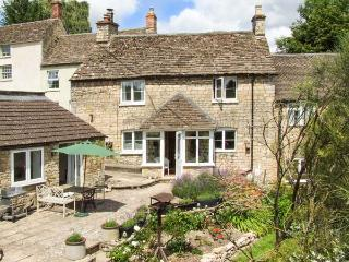 TUMBLERS, woodburning stove, WiFi, en-suite facilities, garden with furniture, in Tetbury, Ref 905270 - Tetbury vacation rentals