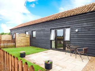TAWNY OWL BARN, romantic cottage, character features, all ground floor, private patio, pet-friendly studio cottage near Shipdham - Watton vacation rentals