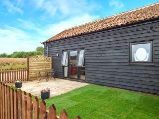 SNOWY OWL BARN, all ground floor, rural location, cosy cottage near Dereham, Ref. 913976 - Norfolk vacation rentals