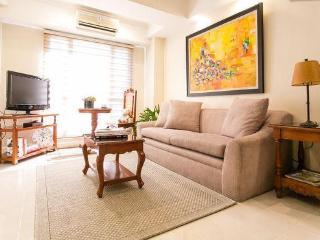 Spacious 1BD,  pool view, excellent BGC location - Taguig City vacation rentals