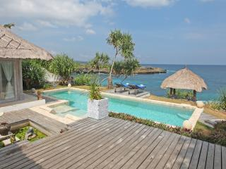 Villa Lumba Lumba ..spectacular waterfront . - Nusa Lembongan vacation rentals