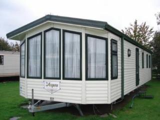 Cozy 2 bedroom Grange-over-Sands Caravan/mobile home with Tennis Court - Grange-over-Sands vacation rentals
