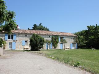 8 bedroom Gite with Internet Access in Sainte Foy-la-Grande - Sainte Foy-la-Grande vacation rentals