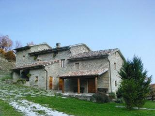 Charming villa with pool ideal up to 19 guests - Apecchio vacation rentals
