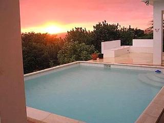 La Sirena: Peaceful Villa w/ pool & beach access - Treasure Beach vacation rentals