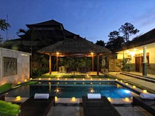Bright 4 bedroom Guest house in Ubud - Ubud vacation rentals