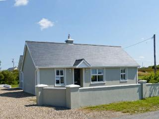 SARAH'S COTTAGE, all ground floor, en-suite facilities, multi-fuel stove, near Spanish Point, Ref 27083 - County Clare vacation rentals