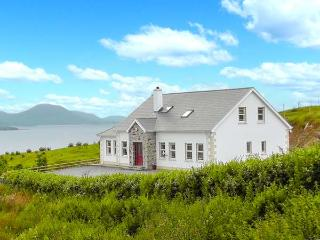 WEST TOWN, fantastic views, multi-fuel stove, WiFi, child-friendly cottage in Malin Head, Ref. 904378 - Ballyliffin vacation rentals