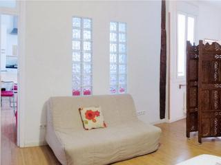 Superbly Located Apartment at Gran Via-Plaza de Espana Wifi - Madrid vacation rentals
