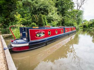 Comfortable 2 bedroom Guildford Narrowboat with Television - Guildford vacation rentals