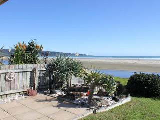 AHIPARA TIDES, ABSOLUTE BEACHFRONT 90 MILE BEACH - Ahipara vacation rentals