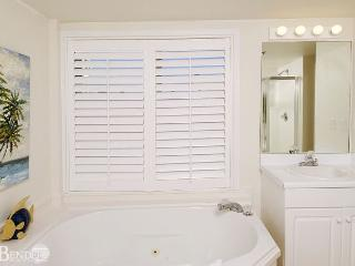 Real Beachy Condo with Garden Tub~Bender Vacation Rentals - Gulf Shores vacation rentals