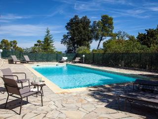 Comfortable Gite with Dishwasher and Internet Access - Pierrevert vacation rentals