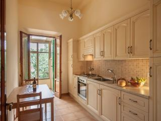 Casa Raspa | Spacious and Newly-Renovated Town Home with Garden - Florence vacation rentals