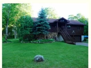 Comfortable 4 bedroom Munising Cabin with Deck - Munising vacation rentals