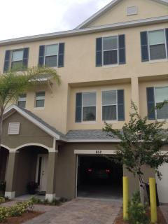 De Luxe 3 Bed Town House with dock - Tarpon Springs vacation rentals