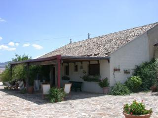 Baglio tipico campagna siciliana con piscina - Salemi vacation rentals