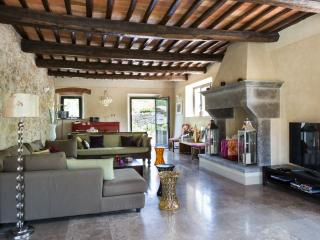 Luxury Self Catering Villa in Chianti with Heated Pool, top rated reviews. - Gaiole in Chianti vacation rentals