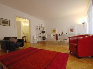 Bright House with Internet Access and Dishwasher - Paris vacation rentals