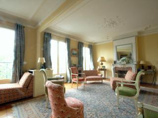 MARC44 - Paris vacation rentals