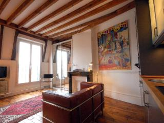 Charming House with Internet Access and Dishwasher - Paris vacation rentals