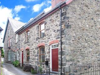 TY KILMORE, pet-friendly, multi-fuel stove, enclosed courtyard, in Cemmaes, Ref 20882 - Mid Wales vacation rentals