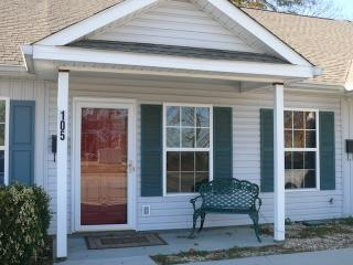 Charming 2BR Augusta Townhome w/WiFi & HD Cable TV - Wonderful Location in the Historic District of Olde Towne - Augusta vacation rentals