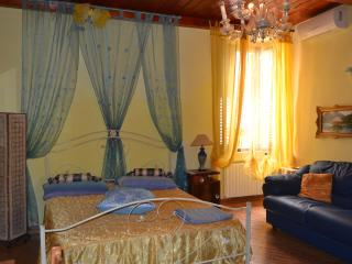 Bright 5 bedroom Bed and Breakfast in Trani with Internet Access - Trani vacation rentals