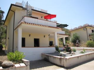 2 bedroom Townhouse with A/C in Zambrone - Zambrone vacation rentals