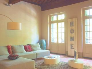 Lovely Condo with Internet Access and Central Heating - Uzes vacation rentals