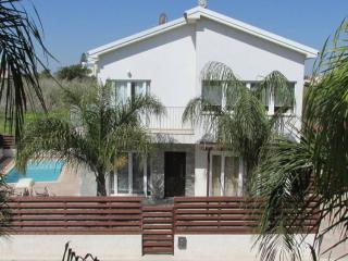 Nice 4 bedroom Sotira Villa with Internet Access - Sotira vacation rentals