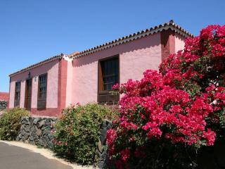 Beautiful 2 bedroom Garafia House with Short Breaks Allowed - Garafia vacation rentals