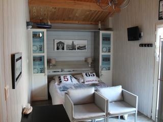 1 bedroom Bed and Breakfast with Internet Access in La Tranche sur Mer - La Tranche sur Mer vacation rentals