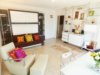 Cute studio quite area sea overview Cannes PR57 - Cannes vacation rentals