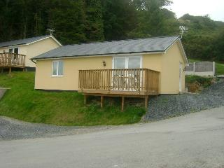 4* Bungalow No 2 - 2 Bedrooms sleeps up to 5 - Aberdovey / Aberdyfi vacation rentals